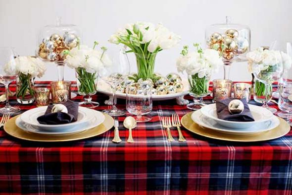 2012-11-15_25-christmas-table-decorations-tartan-brides-cafe-2
